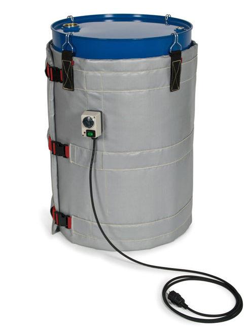 Ein grauer Fassheizer der Schutzklasse I ist an einem blauen Metallfass befestigt.